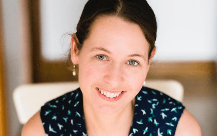Julie Dugal: Fille de bois, fille de lettres